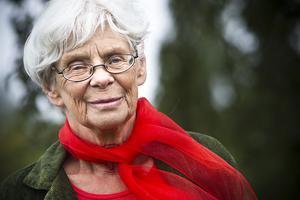 Cecilia Bruce, som tilldelats Flurens kulturpris, behöver ha skog runt omkring sig för att kunna andas.