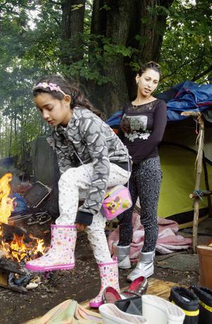 Marianova byter direkt upp sig när en transport med kläder och skor kommer.