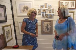 Yvonne Ohlsson-Söderholm och Gittan Brorsson i Galleri Annexet på Äggen.