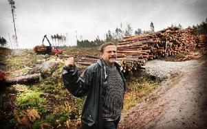Rolf Lundqvist är oroad över Lungsjöåns framtid. Foto: Staffan Björklund
