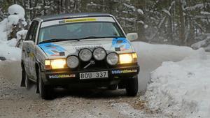 Elias Lundberg far fram på isiga vägar.