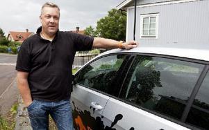 Mattias Jansson från Mattias Trafikskola tror att trafikskolor överlag är rädda för att ta betalt för sin tjänst.Foto: Peter Ohlsson/DT