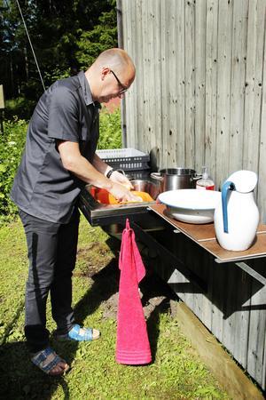 Det finns varkeb vatten eller avlopp på Limön. Vatten får hämtas i dunkar vid Limö kafé.