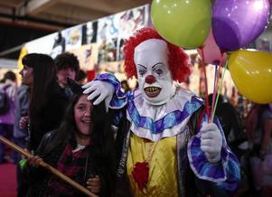 Det finns all anledning att ta ryktena om attackerande clowner med ro.