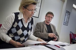 Oppostionsrådet Caroline Schmidt (C) och kommunalrådet Mikael Löthstam (S) med olika syn på budgeten.