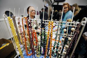 Variationen bland borde var stor, med allt från smycken till skolplanscher.