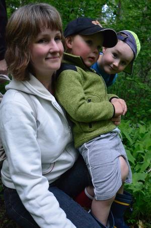 Mamma Eva Sääv fick på mors dag först frukost på sängen, och sedan en utflykt ut i naturen med sönerna Felix och Ludvig.