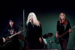Sång och reklam. Elever från Bessemerskolans estetiska program är ute på turné i högstadiekolor i Gästrikland. Samtidigt som de bjuder på konserter gör de reklam för sin utbildning