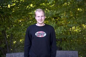 Kevin Eriksson var instruktör för de som ville testa att köra litesbilarna.