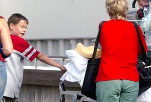 Blåslagen och med bandage över huvudet fördes Sergei in till Sundsvalls sjukhus intensivvårdsavdelning. Faran är över och enligt doktorerna kommer Andrei att få hem sin kamrat om någon eller ett par veckor.