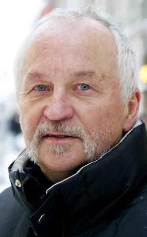 Nils Jonsson, 64 år, Frösön:– Nej. Jag är inte så intresserad. Det finns mycket annat man kan pyssla med. Det kanske är fotboll på teve. Jag håller på Barcelona och lag med svenskar.