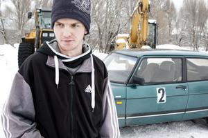Rally debutanten Richard Hellström, 20, från Fredriksberg var nöjd då han trots lite bilproblem tog sig i mål.