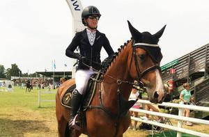Hannah Åkerblom med E Lucky.