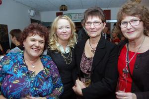 Kvartetten Ninni Mårtensson, Åsa Nordin, Ulla-Britt Hanser och Sara Krång från medicinkliniken såg fram mot aftonens jubileumsfest.
