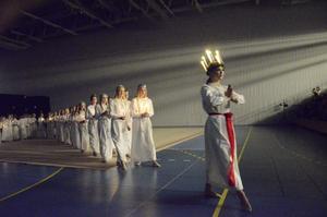 Lucia. Föreningen bjöd på ett eget Luciatåg ingick också i julshowen.