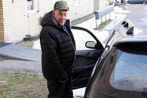 Har man bott i hus i 45 år är det en omställning att flytta till en lägenhet, säger Henry Rosdahl.