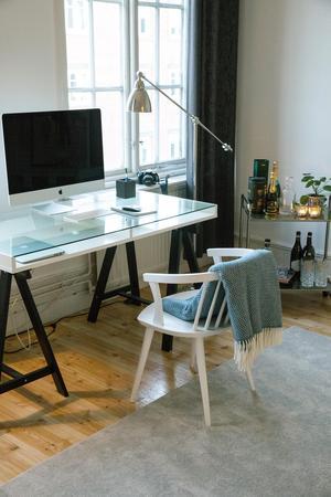 Linda njuter av att ha ett arbetsrum hemma där hon kan jobba med bloggen och sina bilder.