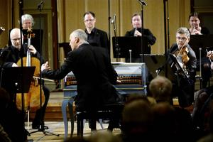 Patrick Ayrton ledde orkestern från sin plats vid cembalon.