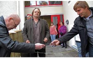 Leif Eriksson lämnar över nyckel till Lars Isacsson, som i sin tur ger den vidare till Wojciech Nedzewicz. Foto: Eva Högkvist