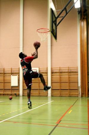 Engagerad. Joseph Luhandu vill se ortens basketklubb växa.