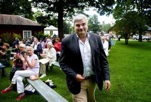 Dryga hundratalet hade tagit sig till Bruksmuseet i Vikmanshyttan för att lyssna till Socialdemokraternas avsatte partiledare, Håkan Juholt. I Vikmanshyttan var stödet för den förre partiledaren stort.