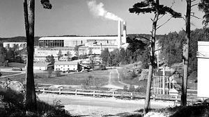 Stora Vika, när cementindustrin var i gång. Foto: Nynäshamns bildarkiv