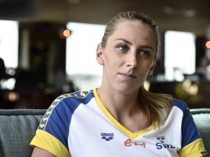 Fjolårets VM-guldskräll Jennie Johansson satsar allt på OS i sommar och gör bara en blixtvisit på EM för att simma sin VM-gulddistans 50 meter bröstsim.