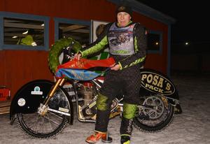 Posa Serenius efter sista racet på Rörberg.