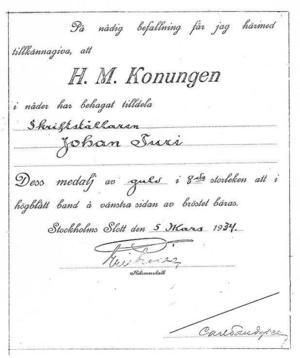 Häromdagen skrev vi om en rad kulturpersonligheter som fick medalj av kungen. Författarinnan Bodil Malmsten var en av dem. Johan Turi vederfors samma ära 1934. Här är brevet som tillkännager att han tilldelades guldmedalj av åttonde storleken för sina litterära insatser.