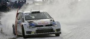 Latvala säger att Polon inte ska köras på lika mycket sladd som hans tidigare bil. Att döma av bilden finns det undantag från den regeln. Foto: Volkswagen Motorsport