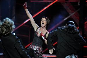 """2008 deltog Linda Bengtzing med """"Hur svårt kan det va'?"""". Hon är en av de stjärnor som behöver den skjuts som Melodifestivalen kan ge."""