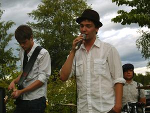 Silver Pennies. Orsamusikern Adam Jonsson bjöd på sköna toner med sitt band Silver Pennies. Foto:JeanetteLundbeckFoto:Jeanette Lundbeck