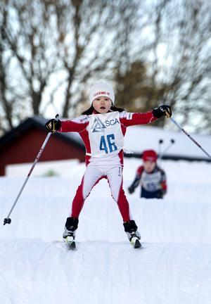 Mjuka knän var ett måste när pucklarna skulle besegras. Stockviks Astrid Forslund höll balansen.