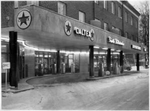 Den moderna stadsmänniskan på 50-talet fick bensinstation och fruktbutik i huset.