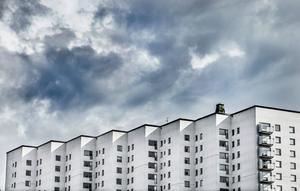 En mäklare i Sundsvall varnas av Fastighetsmäklarinspektionen.