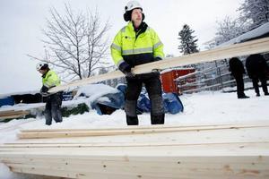 I Valhall är det mycket som pågår utomhus och det är en ovanligt bister vinter för Christer Gisseldahl och de andra byggjobbarna Foto: Henrik Flygare