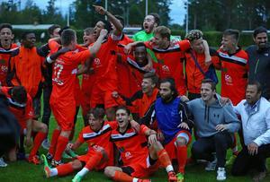 Stort jubel i Ytterhogdal efter seger mot Syrianska i Svenska cupens andra omgång på onsdagkvällen.
