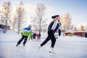 Syskonparet Jonas och Caroline Ytterström trotsade kylan.
