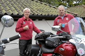 Mc-besökare. Irene Söderberg och Sture Söderberg körde till Sannerud från Tibro med sina motorcyklar. Sannerudsmarken var dagens utflykt.