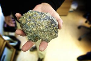 Sådan här sulfidmalm finns det i Storgruvan fast denna klump kommer från Garpenbergsgruvan