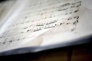 Södertäljeoperan repeterar nu för fullt inför höstens jubileumskonsert på Konserthuset.