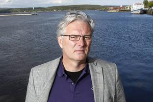 Kommer även landstingsdirektör Anders L Johansson att börja tänka på refrängen i och med att de nya länsklinikerna nu snart är på plats?