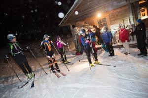 Glada skidalpinister efter en timmes hårdkörning i Tottbacken.