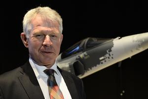 Lennart Sindahl, vice vd för SAAB Industries vid utrullningen av nya E-versionen.