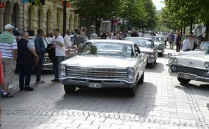 Motorklubben Street Rulers ställde ut sina bilar efter Storgatan.