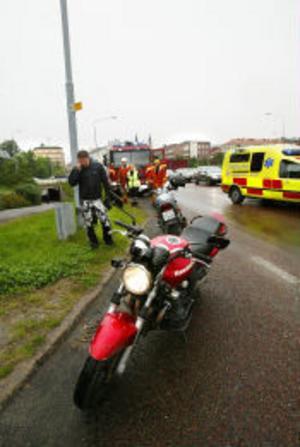 Den enda synliga skadan efter olyckan var en buckla på motorcykelns tank. Personen på bilden har inget med olyckan att göra.