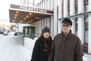 Pensionärerna Berit och By Rydén besöker Folket hus ett par gånger i månaden. Oftast går de till biblioteket och konsthallen.