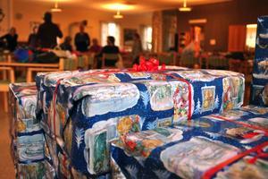 Varje förvaltning har själv fått bestämt vad personalen ska få för julklapp.