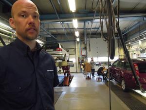 Teamledaren Fredrik Eriksson ingår bland det fyra anställda som i dag kan tas ut i strejk vid AB Svensk Bilprovning i Avesta.
