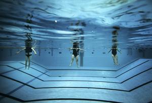 Undervattensgympa för pensionärer på fyrishovsbadet i Uppsala.Årets bild öppen kategori 2009